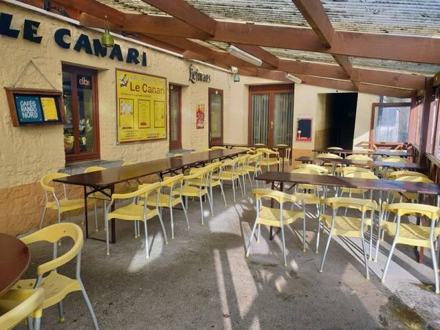 terasse-couverte-le-canari-restaurant-brasserie